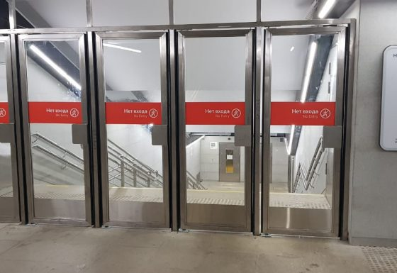 Двери из нержавеющей стали – станция Новопеределкино