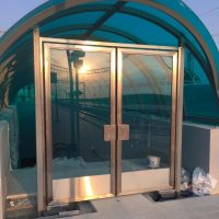 Двери маятниковые типа метро 4
