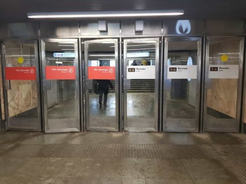dveri mayatnikovyie tipa metro 02