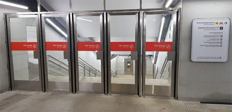 маятниковые двери из нержавеющей стали метро