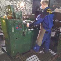 специалист по токарным работам