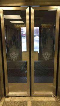 Двери нержавеющие со стеклом по спецзаказу с пескоструйной обработкой