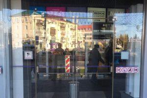 Раздвижные двери из стекла – магазин Связной