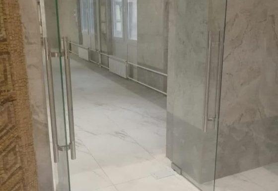 Стеклянные двери в клиническую больницу Управления делами Президента российской федерации