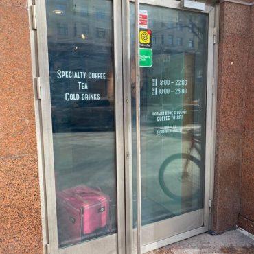 Нержавеющие дверь. Кофейня Даблби